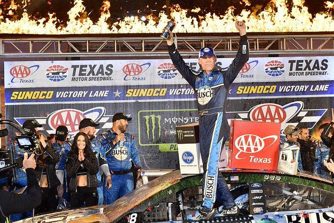 Kevin Harvick vence fácil no Texas